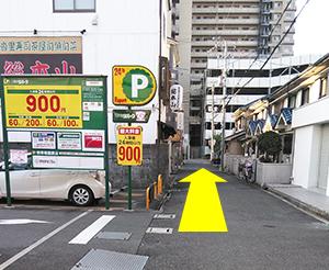 総本山(寿司屋)の横を通過