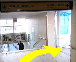 ⑥番出口・寿・日新方面へ降りる階段へ